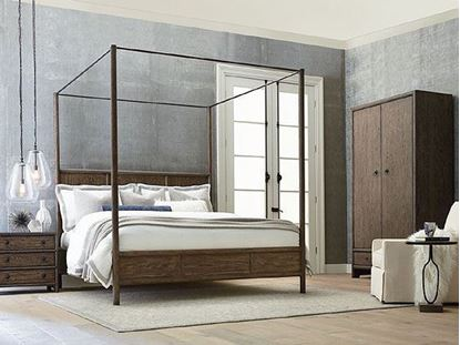 Peninsula Canopy Bedroom